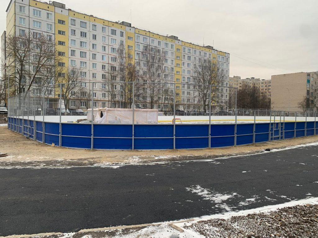 г. Мценск, Хоккейная коробка — 30×60 с сетчатым ограждением по периметру